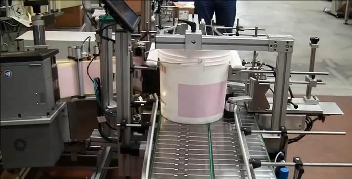 Bucket labeler, etiketteermachine voor emmers met of zonder hengsel